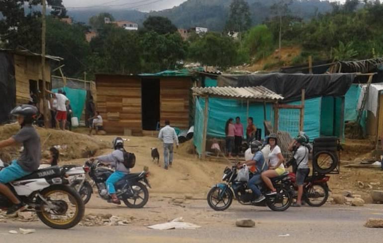 INVASORES,DESALOJO,DESTECHADOS: Policía desalojó invasores en el barrio los Colorados de Bucaramanga