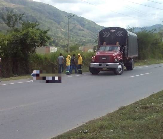 MUERTE ACCIDENTE DE TRÁNSITO AUTOPISTA FLORIDABLANCA BUCARAMANGA: Video: Choque de dos motos causa la muerte de un hombre en la autopista