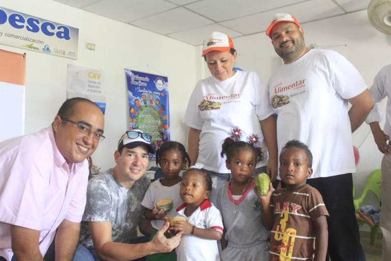 Niños de Pasacaballos reciben donación alimentaria, a través del PES: Niños de Pasacaballos reciben donación alimentaria, a través del PES