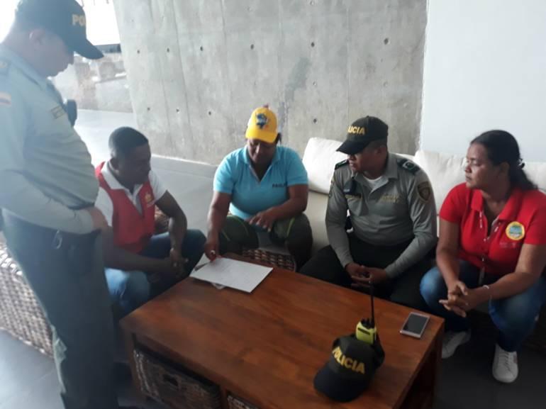 Policía de Cartagena previene cobros excesivos en las playas: Policía de Cartagena previene cobros excesivos en las playas