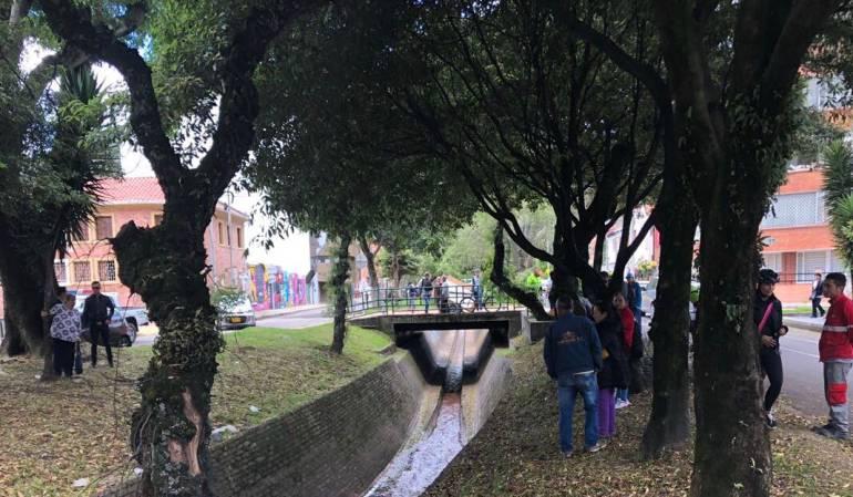 Investigan la muerte de 'comando' en un caño en el Parkway, Bogotá