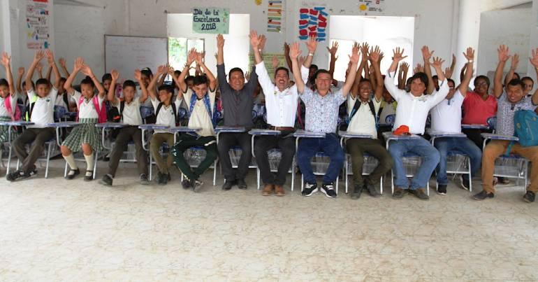 Gobierno de Bolívar dotó con 300 sillas colegio de Tacamocho: Gobierno de Bolívar dotó con 300 sillas colegio de Tacamocho