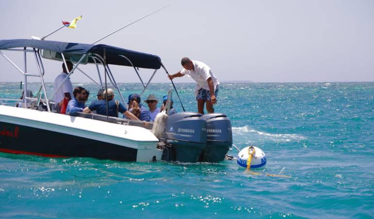 Islas del Rosario: Visitantes de Islas del Rosario, a cargar basura de regreso a tierra firme