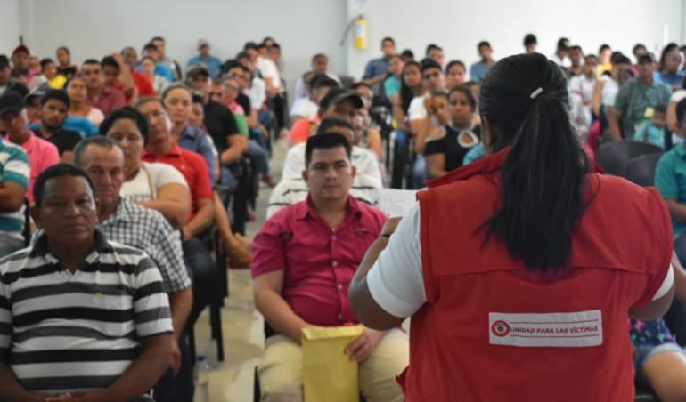 El Gobierno entrega millonarias indemnizaciones a víctimas de la violencia