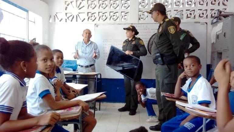 Policía metropolitana de Cartagena recupera elementos hurtados en colegio: Policía metropolitana de Cartagena recupera elementos hurtados en colegio