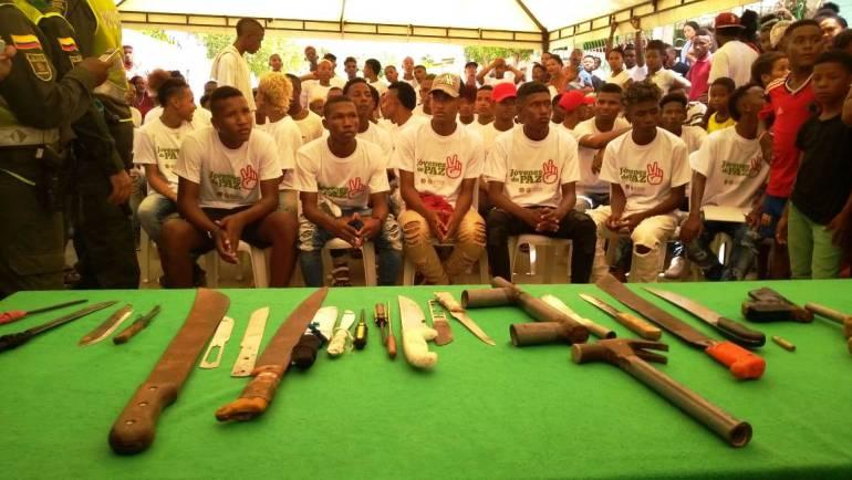Tres pandillas de Cartagena firman pacto de no agresión y entrega de armas: Tres pandillas de Cartagena firman pacto de no agresión y entrega de armas