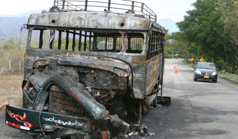 Buses incinerados.
