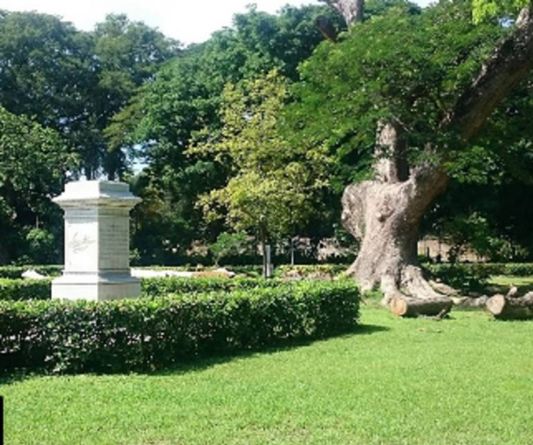 Esta es la base de la escultura de Simón Bolívar. /FOTO GOOGLE MAPS