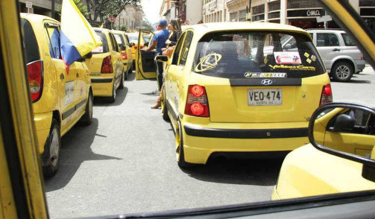 Ley para taxis: Alcaldía de Bogotá pide al Consejo de Estado legalizar tabletas para taxis