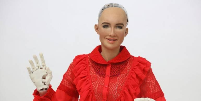 Colombiamoda: Crean ropa para robot Sophia
