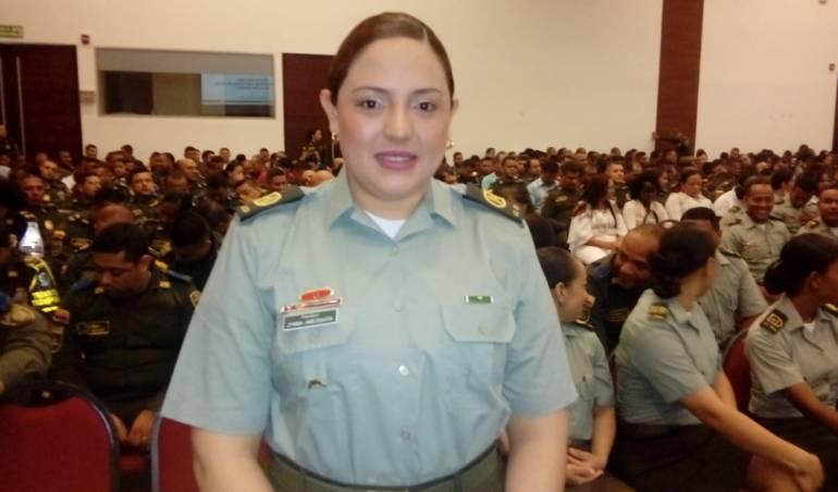 Policía condecoró a patrullera de Cartagena que impidió robo en un bus