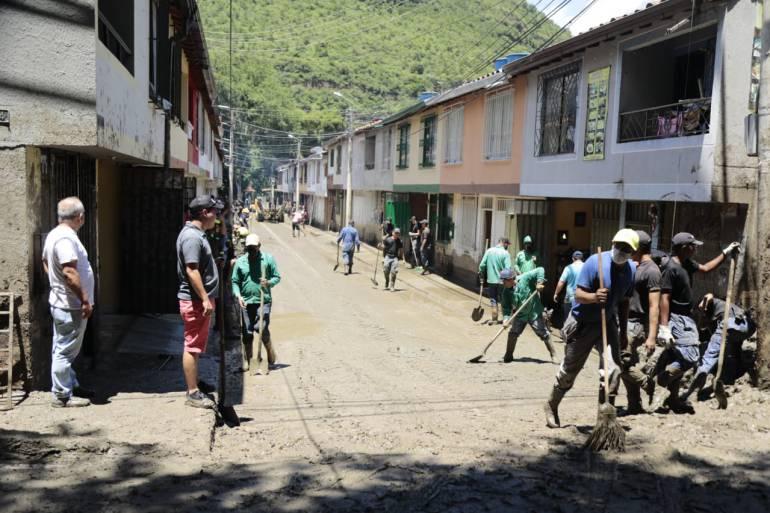 """BUCARAMANGA INVIERNO SAN GIL INUNDACIONES: Tras la """"tempestad"""" vienen las clases en San Gil"""