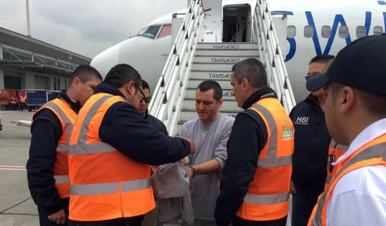 Funcionario, migraciín, narco: Funcionario de Migración habría ayudado a un narco a ingresar al país