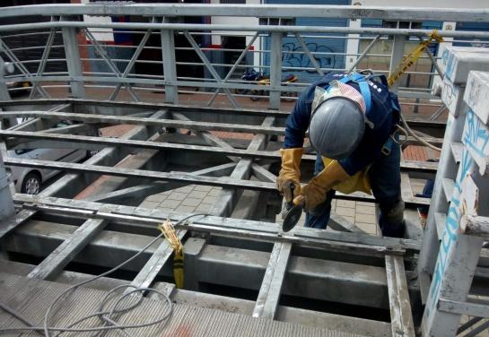 Robo de láminas puentes en Bogotá: Por tercera vez en un mes roban láminas de puente peatonal en Bogotá