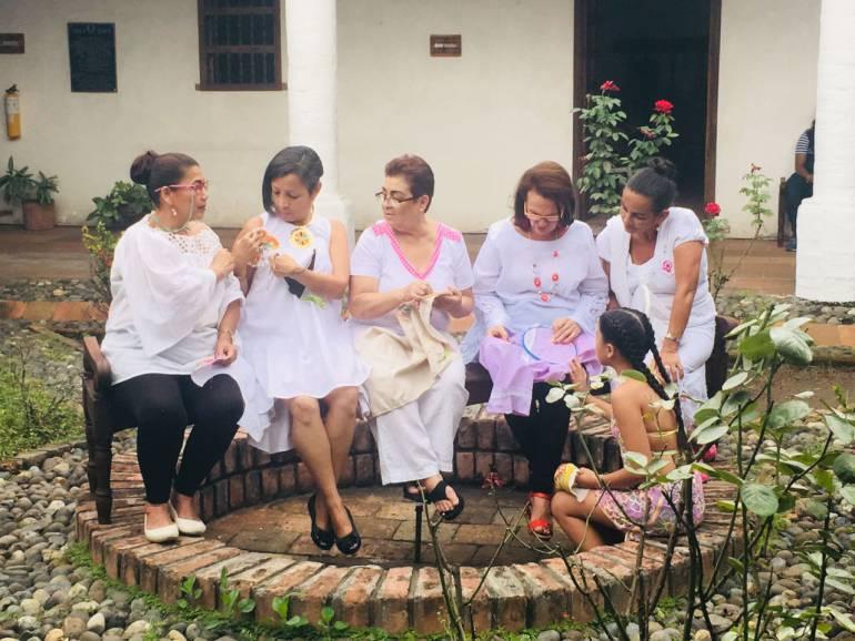 Mujeres que bordan vida y progreso en su región