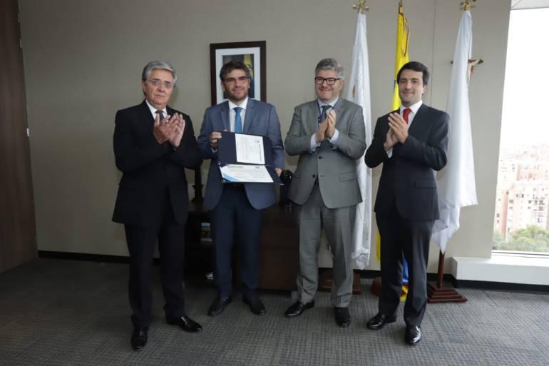 Aeronáutica entrega certificación de aeródromo a Aeropuerto de Cartagena: Aeronáutica entrega certificación de aeródromo a Aeropuerto de Cartagena