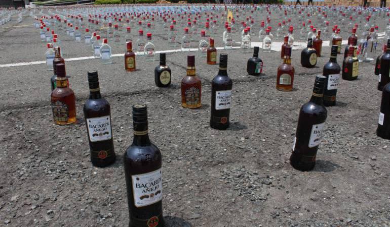 Foto archivo de licor ilegal y de contrabando en Caldas