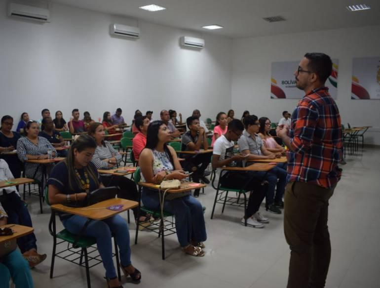 """25 jóvenes de Arjona le apuestan a trabajar por la """"paz a lo bien"""": 25 jóvenes de Arjona le apuestan a trabajar por la """"paz a lo bien"""""""