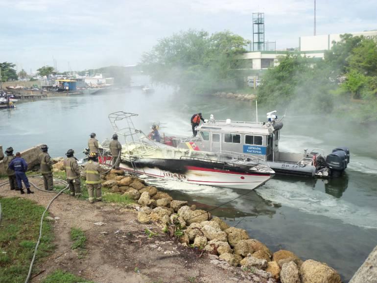 Investigan incendio de lancha en bahía de Cartagena: Investigan incendio de lancha en bahía de Cartagena