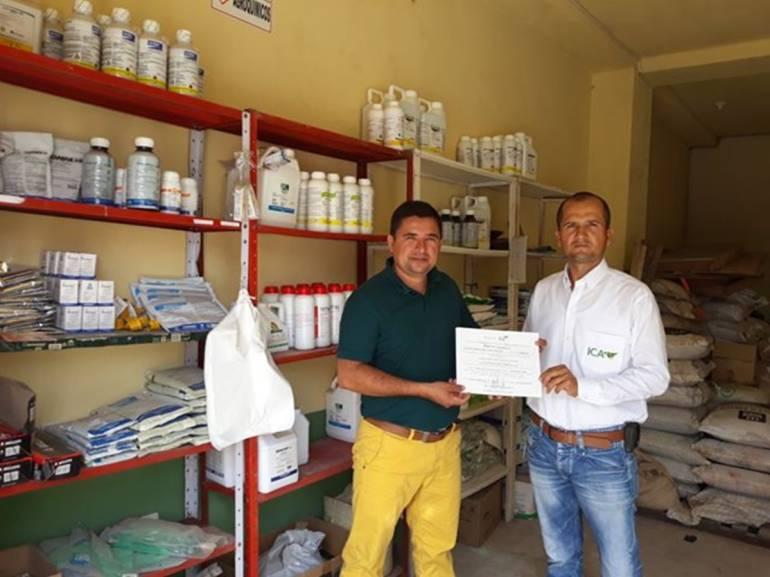 Entregan registros a comercializadores de insumos agropecuarios en Bolívar