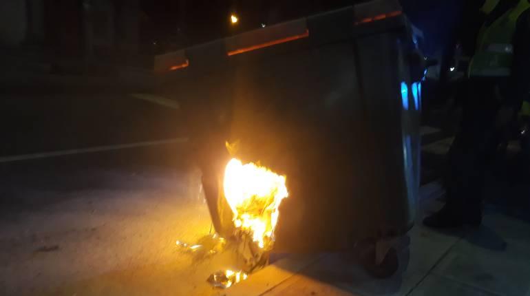 Quemaron contenedor: Quemaron un contenedor de basuras en la Avenida Santander de Manizales