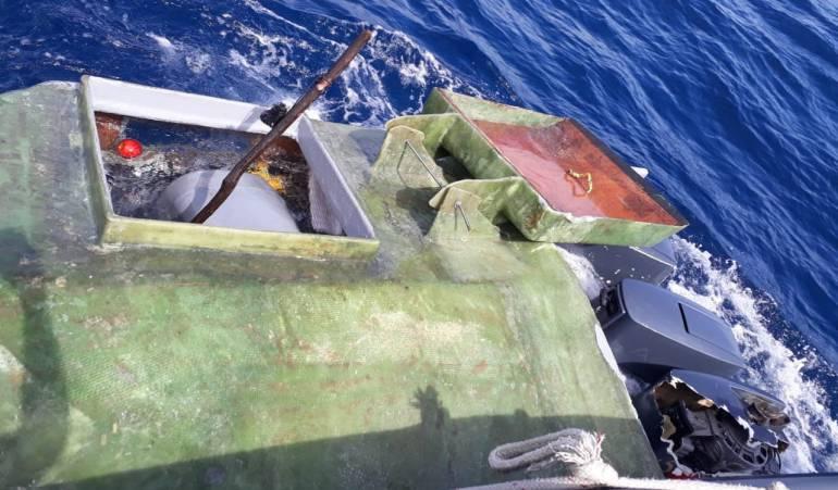 Semisumergible con 24 millones de dólares en alcaloide incautado: Incautado semisumergible en el pacífico caucano