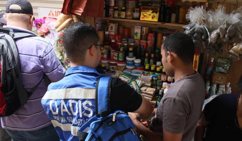 Decomisan productos naturales fraudulentos en mercado de Cartagena