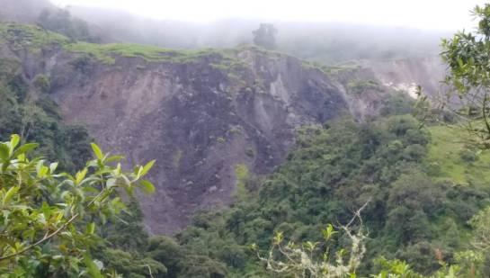 Derrumbes entre Choachi y La Calera.
