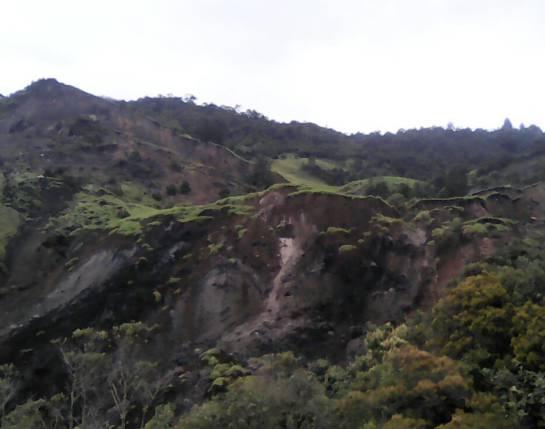 Derrumbes entre La Calera y Choachi.