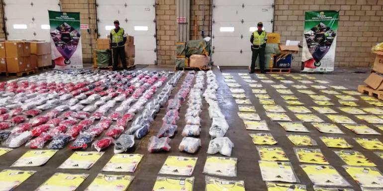 Incautan 382 millones de pesos en mercancía de contrabando en Cartagena: Incautan 382 millones de pesos en mercancía de contrabando en Cartagena