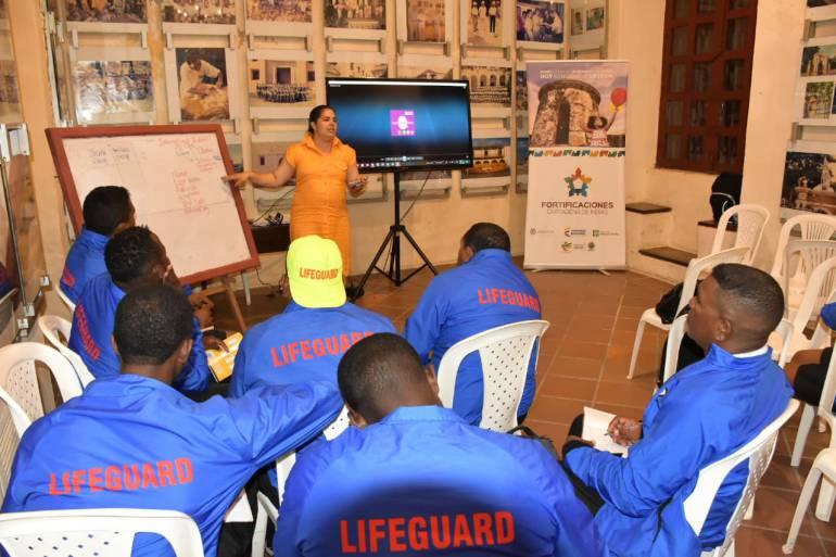 Salvavidas de Cartagena reciben clases de inglés: Salvavidas de Cartagena reciben clases de inglés