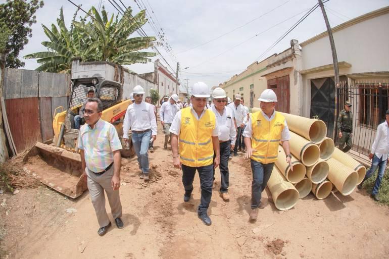 Gobernador inspecciona obras de alcantarillado de El Carmen de Bolívar: Gobernador inspecciona obras de alcantarillado de El Carmen de Bolívar