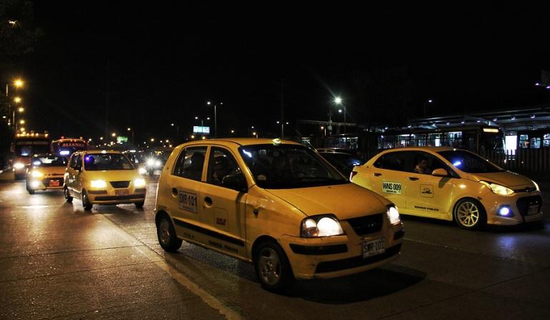 Tabletas para taxis en Bogotá: Nuevos plazos son insuficientes: empresas sobre eliminación de taxímetros