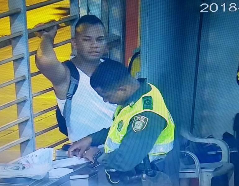 Sancionan a sujeto que intentó colarse en estación de Transcaribe: Sancionan a sujeto que intentó colarse en estación de Transcaribe