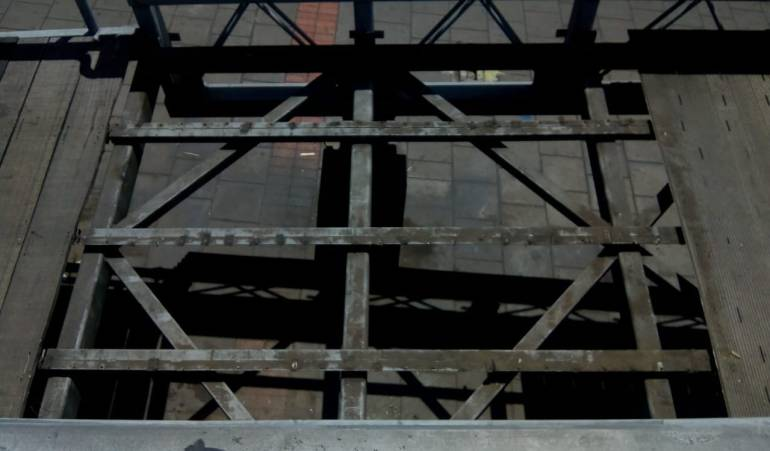 Robos en Bogotá: Por cuarta vez robaron láminas de un puente peatonal en Bogotá