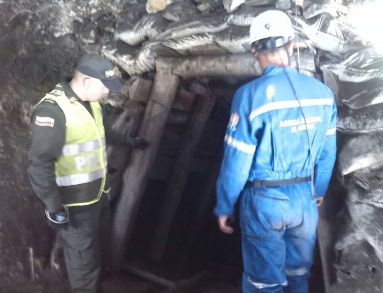 mineros, atrapados, San Roque, accidente, rescate, alcalde: Cuatro mineros permanecen atrapados en una mina de San Roque, Antioquia