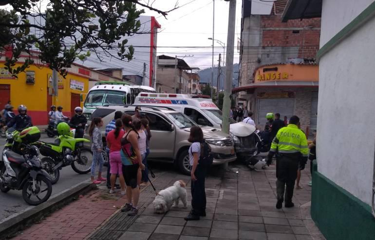 SE ESTRELLÓ UNA AMBULANCIA EN LA CARRERA 22 DE BUCARAMANGA: Ambulancia se estrelló en la carrera 22