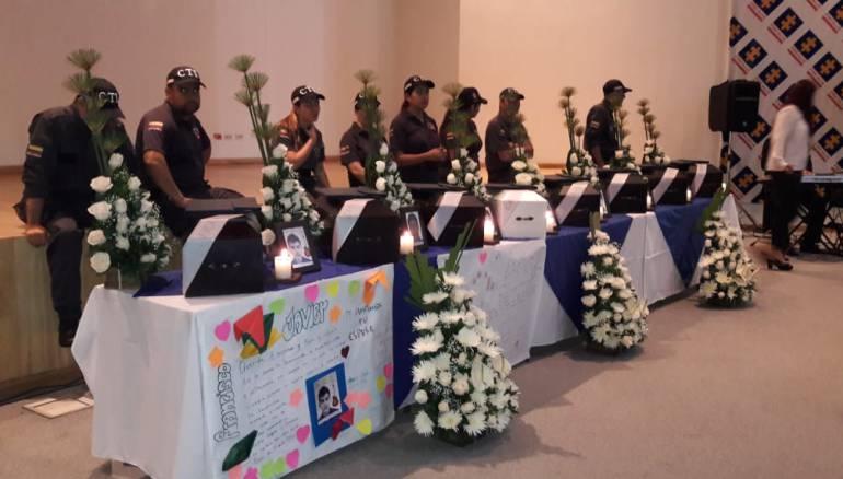 fiscalía, restos, victimas, conflicto: Fiscalía entrega restos óseos de 8 víctimas del conflicto en Antioquia