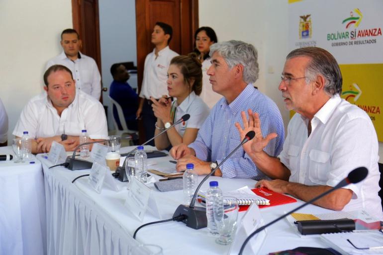 Gobernador Eduardo Verano en reunión con el Ministro de Salud, Juan Pablo Uribe.