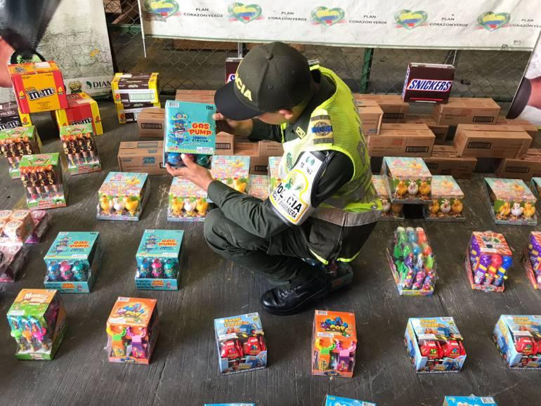 En Cartagena aprehenden millonario cargamento de dulces de contrabando: En Cartagena aprehenden millonario cargamento de dulces de contrabando