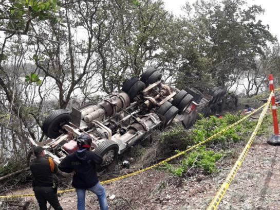 Emergencia ambiental: 3.000 galones de petróleo se derraman en el Parque Isla Salamanca