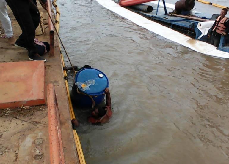 Emergencia ambiental: Superan riesgo ambiental por draga hundida en río Magdalena