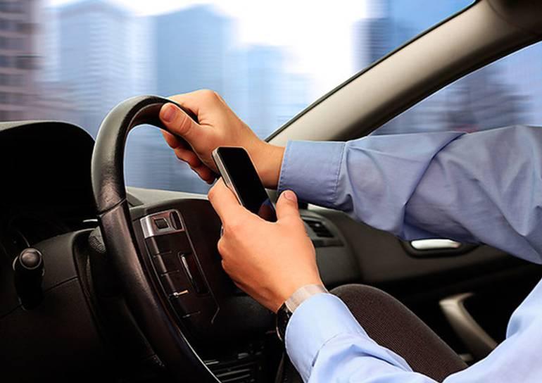 Aumentan sanciones por uso del celular mientras se conduce en Cartagena: Aumentan sanciones por uso del celular mientras se conduce en Cartagena