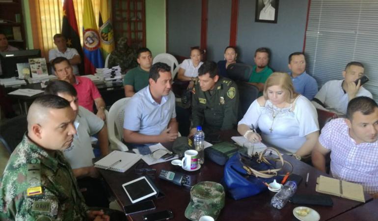 Alcalde de Tibú Jesús Alberto Escalante Ascencio y el general Juan Libreros comandante de la regional número cinco de la Policía Nacional