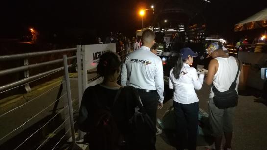 Venezolanos que fueron regresados a su país