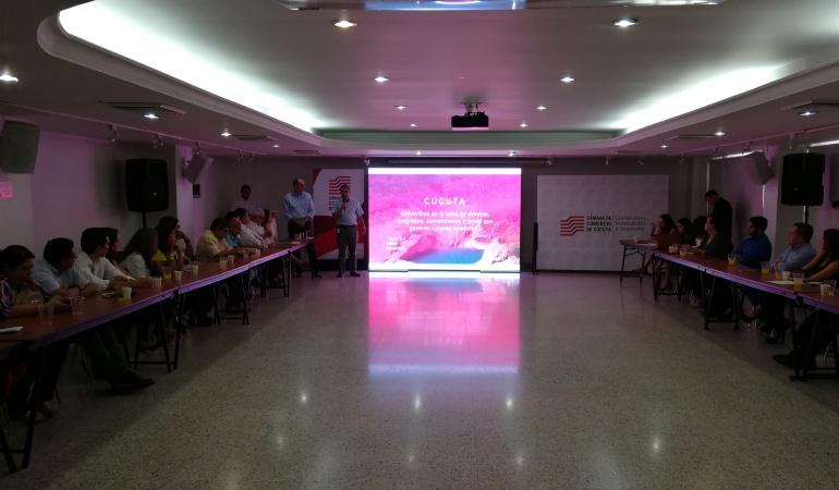 Empresarios que se comprometieron a trabajar en la construcción del centro de convenciones en Cúcuta