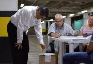 Gobernador Quindío Carlos Eduardo Osorio fue de los primeros en votar