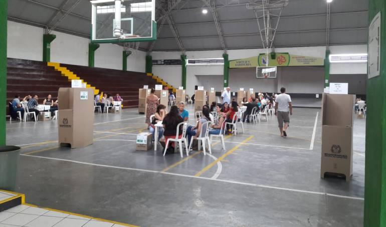 En el coliseo de Bethelemitas, puesto de votación en centro de Armenia muy poca asistencia