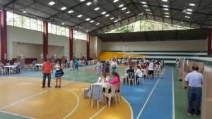 Coliseo del municipio de Génova, con poca asistencia de votantes