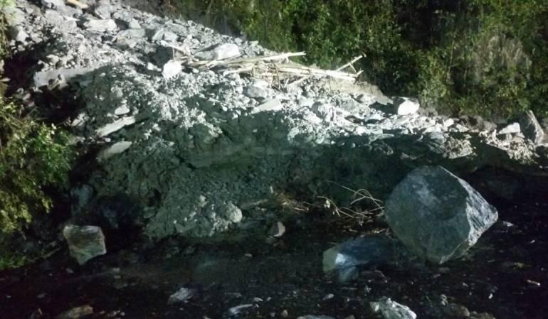 Vía al Llano: Cierre total en la vía Bogotá - Villavicencio por varios derrumbes